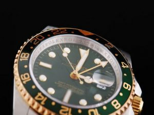 Rolex-GMT-Master-Two-Tone-With-Green-Bezel-Black-Dial-Small-Cale-47_3